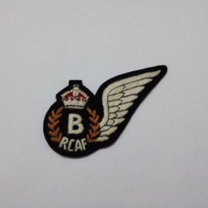 WW2 BRITISH RCAF AIRCREW BOMB AIMER BADGE WITH KINGS CROWN