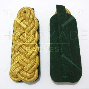 WW2 GERMAN ARMY GOLD BRAID MAJOR SHOULDER BOARDS ON GREEN