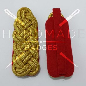 WW2 GERMAN ARMY GOLD BRAID MAJOR SHOULDER BOARDS ON RED