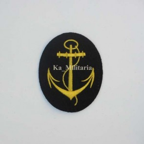 WW2 GERMAN KRIEGSMARINE PO LINE BADGE ON NAVY BLUE FELT